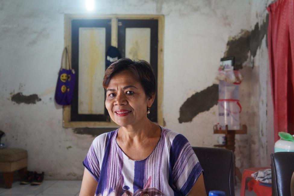 NAZAVA WATER FILTER USER IN HER HOME.   PHOTO CREDIT: SANTA CLARA UNIVERSITY
