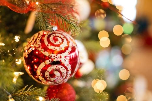 decorate-tree-christmas.jpg