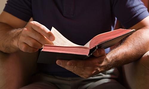 Man-reading-a-Bible-014.jpg