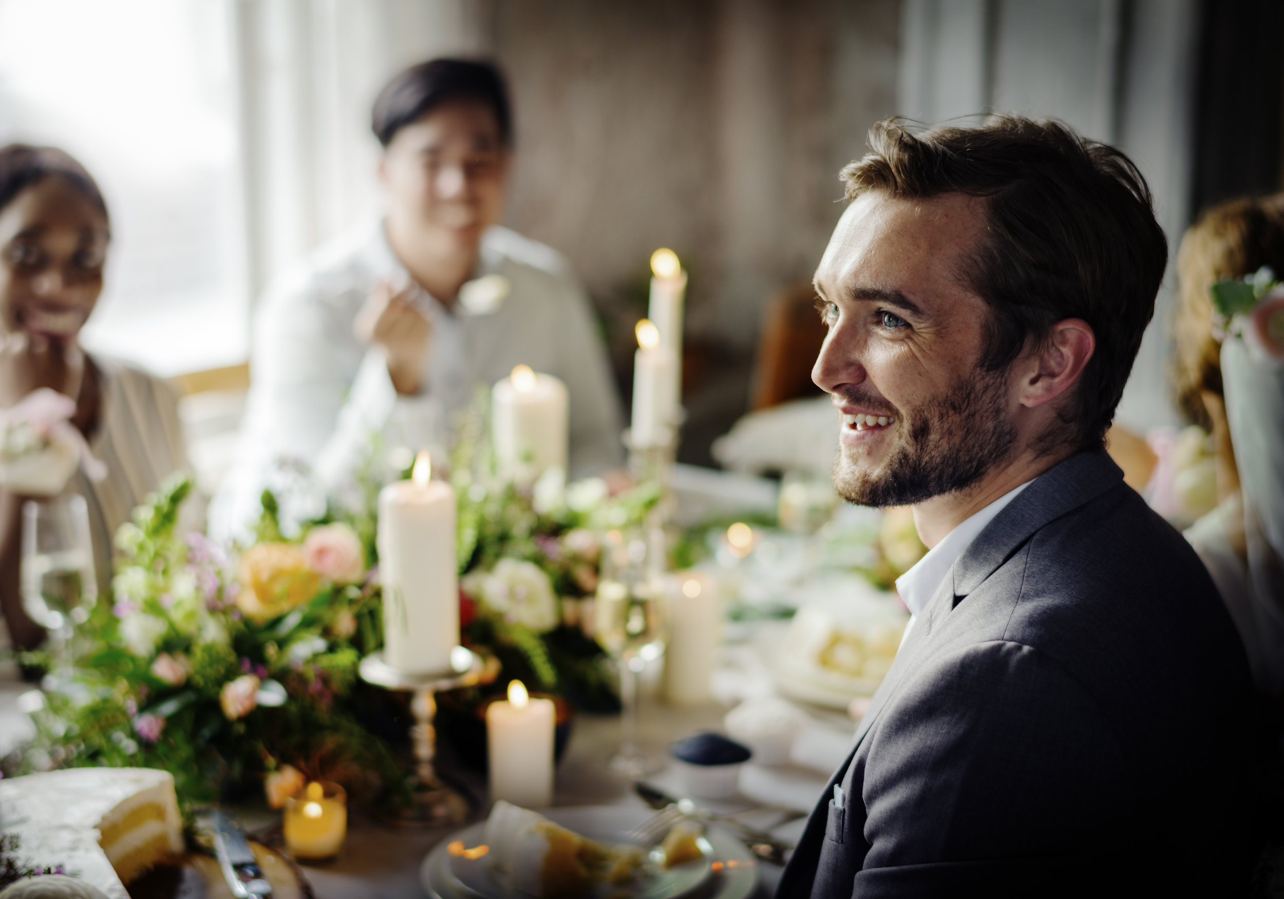 bride-and-groom-having-meal-with-friends-at-PUDM5NY.jpg