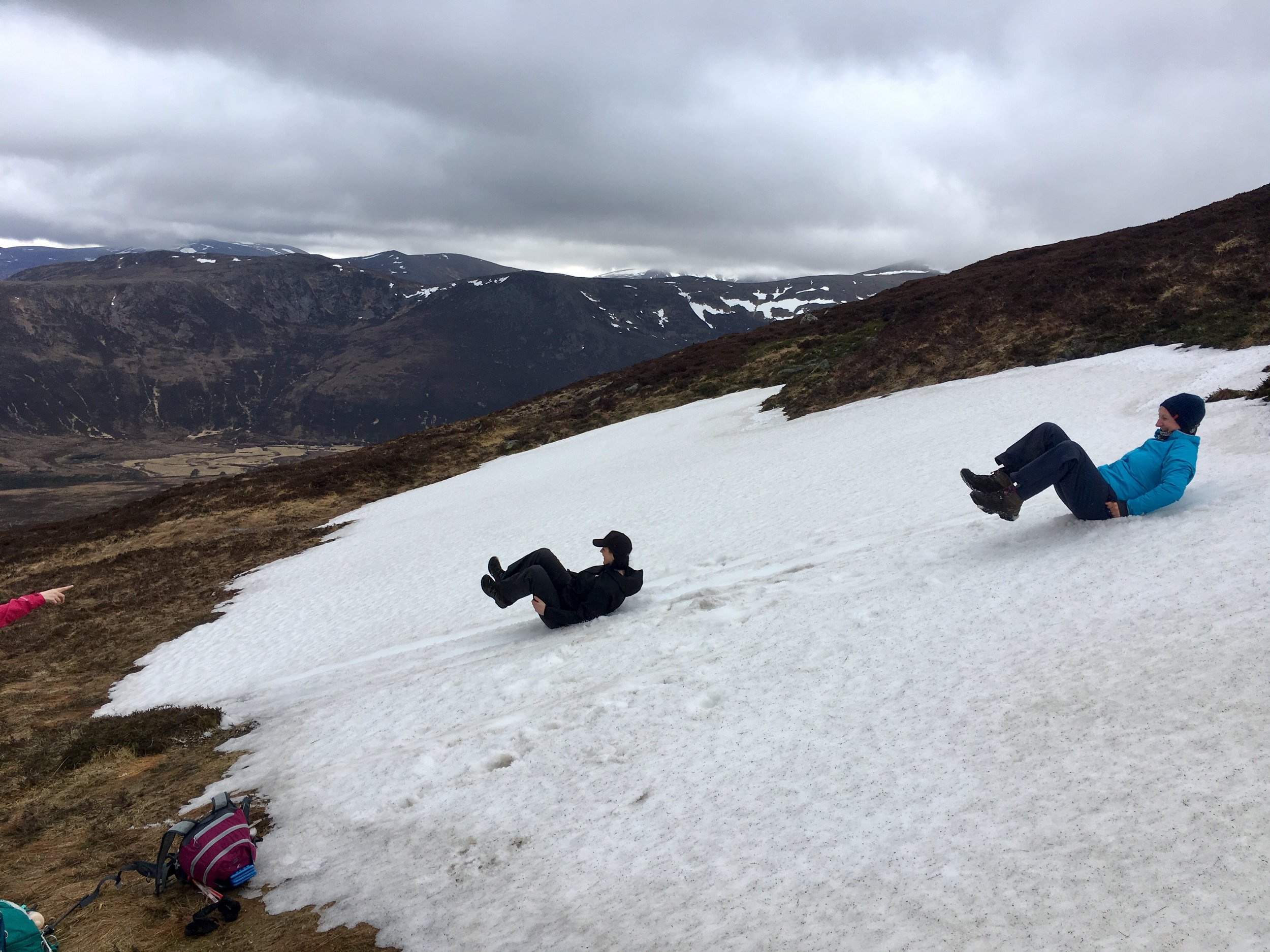 Having fun in the snow patches, no dangers at the bottom!