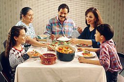 256px-Family_eating_meal.jpg