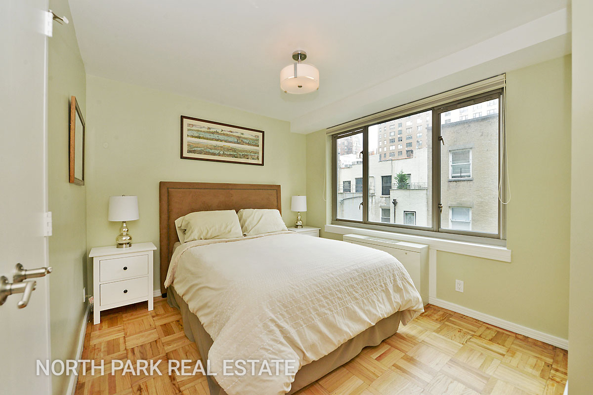 West_70th_Street_315_5F_Bedroom_npre.jpg