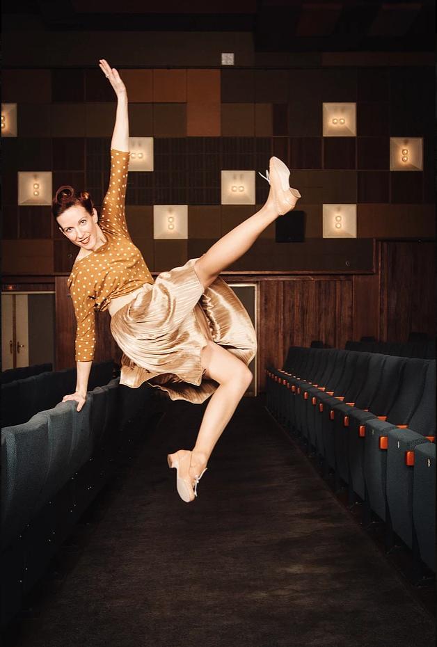 Erin Morris 2 - Photo by Gregor Hofbauer.png