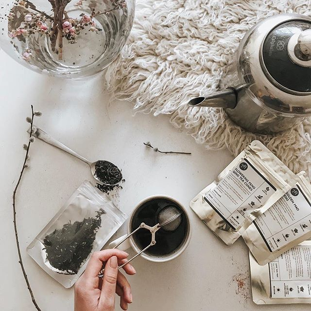 What's your favorite flavor of tea? Do your prefer a sweet & fruity tea or one more on the herbal side? Let us know! 📷: @brynnagraephotography #TeaRunners