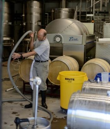 Racking, Pera Grape Press, fermentation room, barrels, winemaking