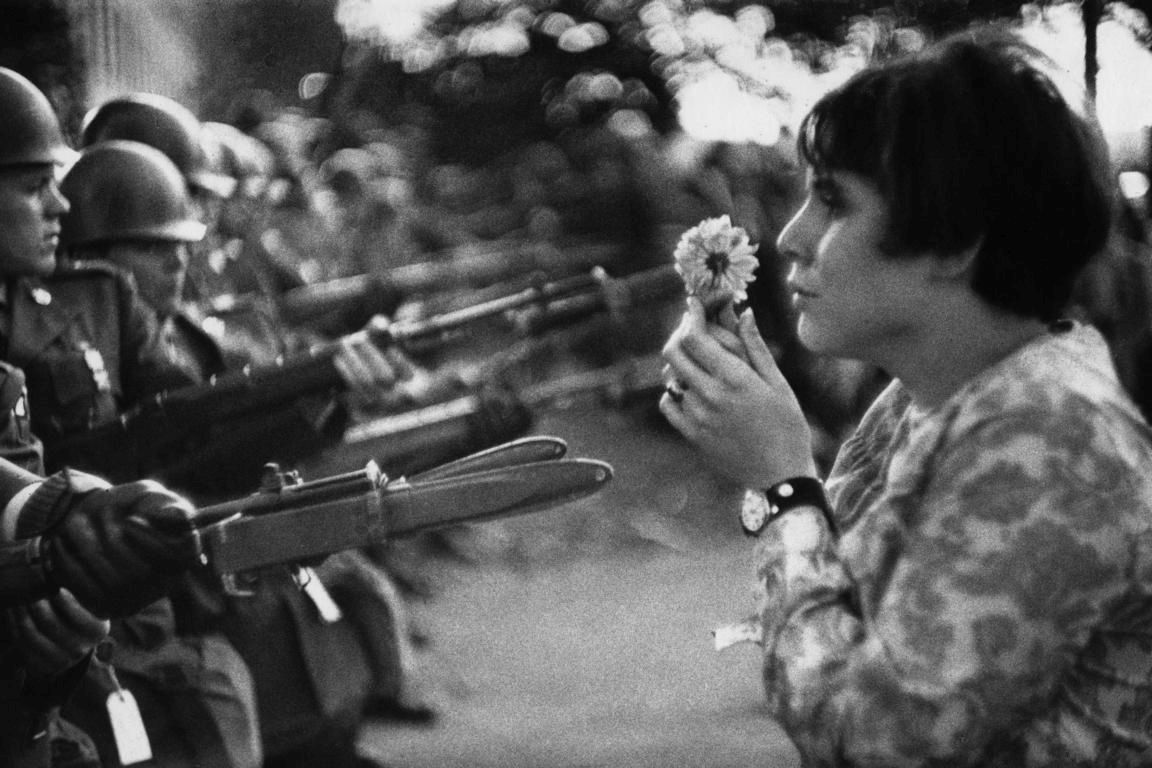 Riboud Marc, Young girl holding a flower, demonstration against the war in Vietnam, 1967 © Marc Riboud