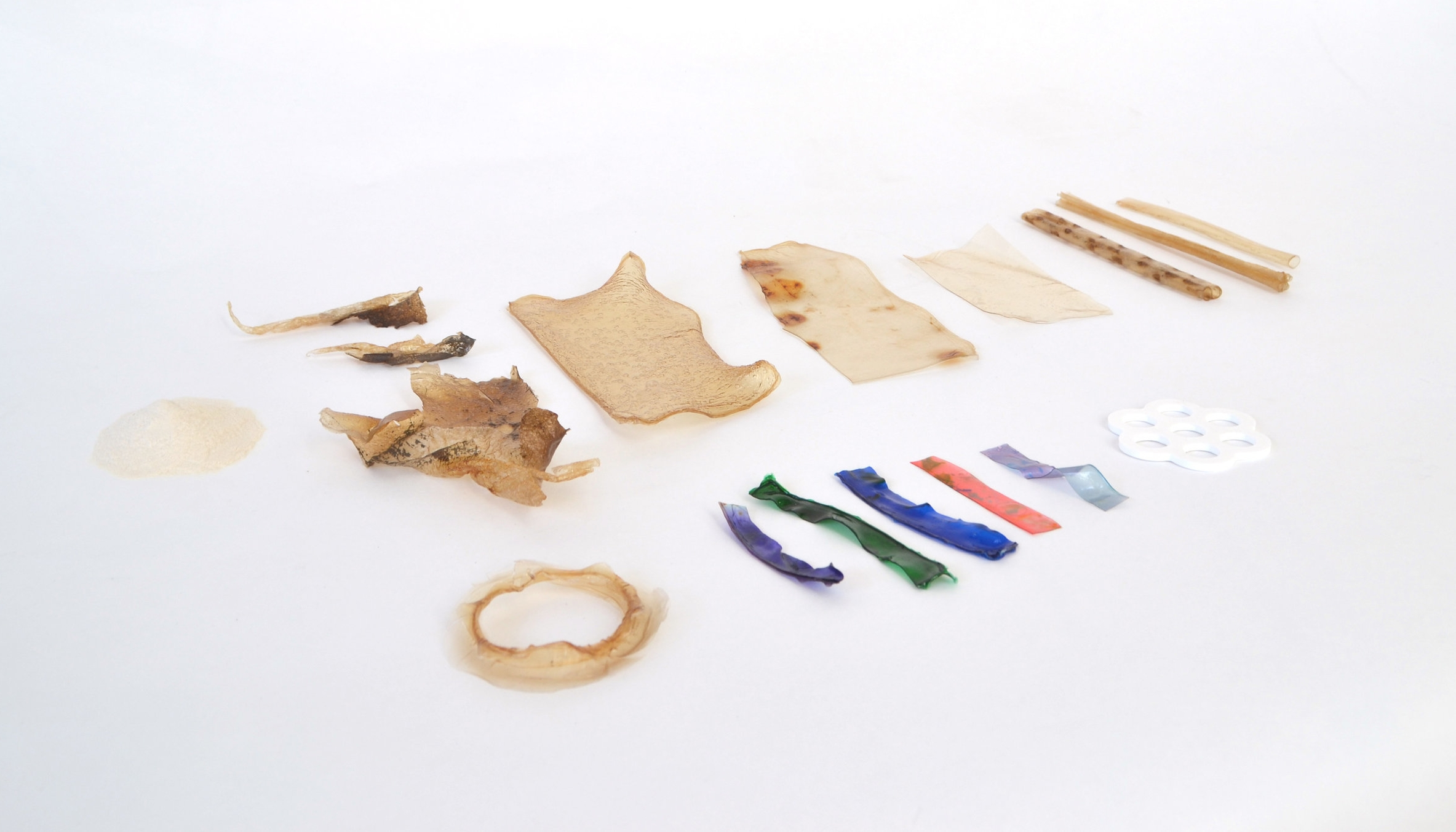 Seaweed-based polymers to replace single-use plastic variables. - Research and recipes in development