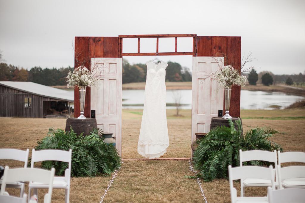 hewlett-barn-mississippi-wedding-dress-door-photographer-photo