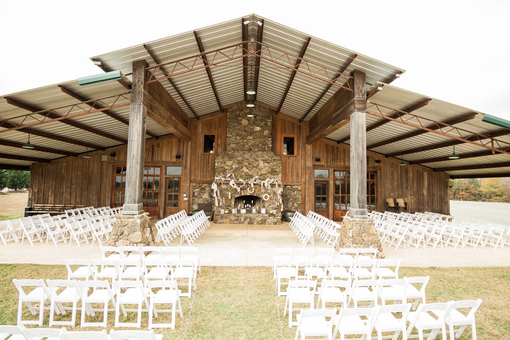 mississippi-starkville-hewlett-barn-boston-destination-wedding-photographer-sparklers-first-dance-babys-breath-white-roses-first-look-photo-1694