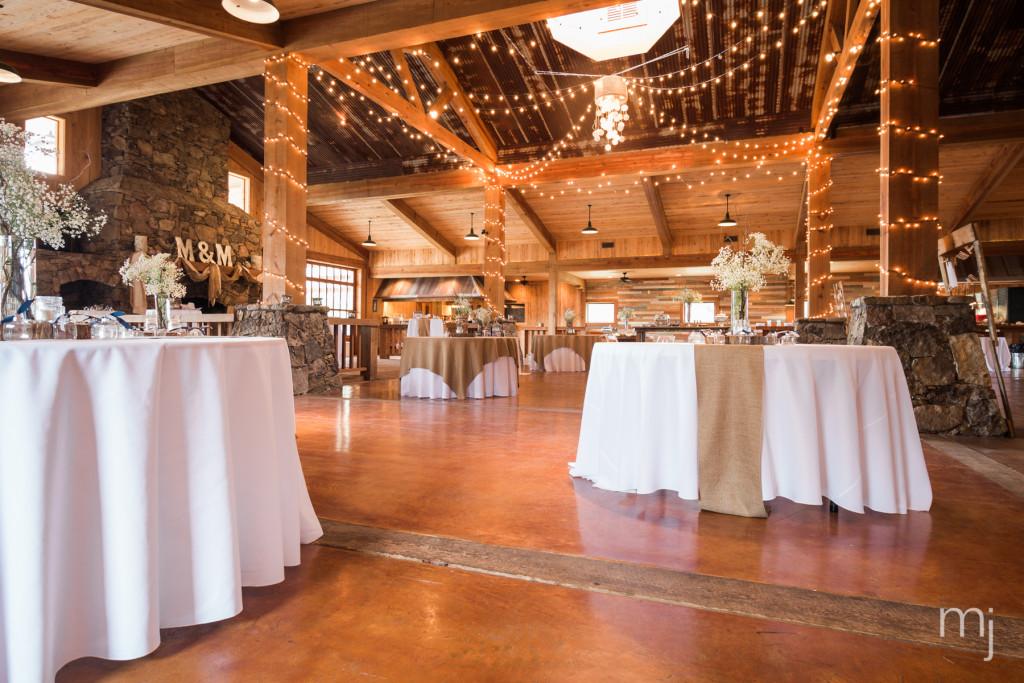 mississippi-starkville-hewlett-barn-boston-destination-wedding-photographer-sparklers-first-dance-babys-breath-white-roses-first-look-photo-1696