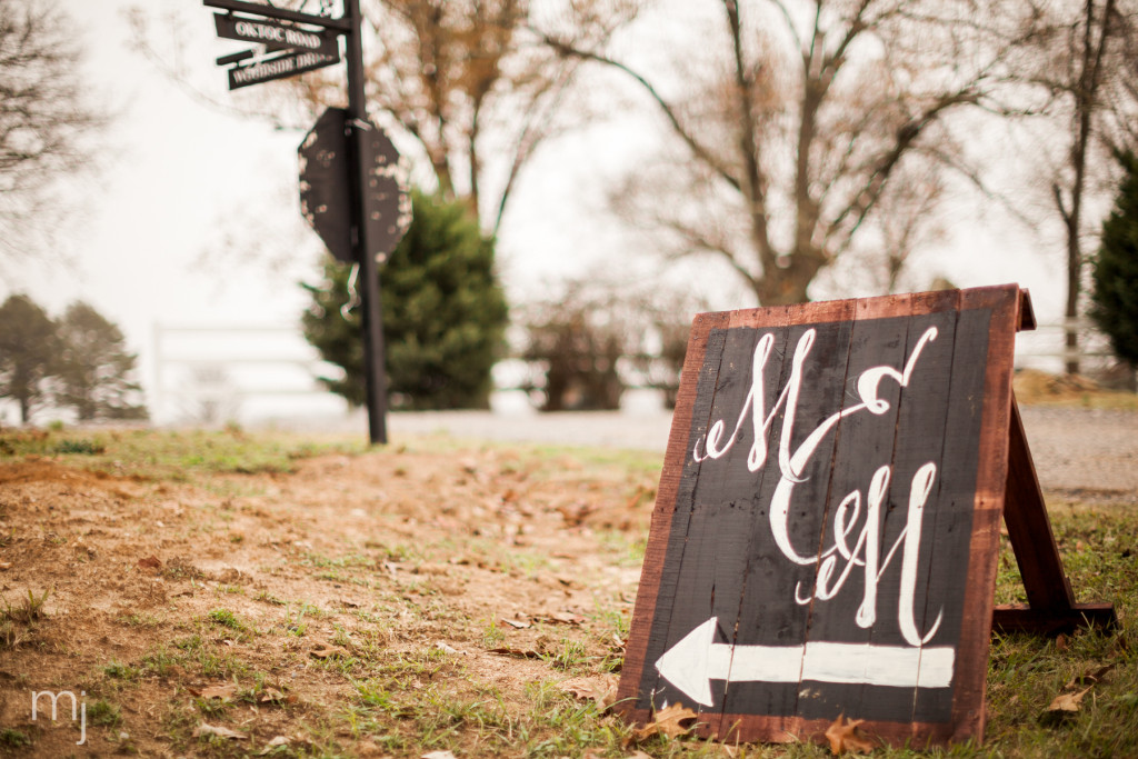 mississippi-starkville-hewlett-barn-boston-destination-wedding-photographer-sparklers-first-dance-babys-breath-white-roses-first-look-photo-3995