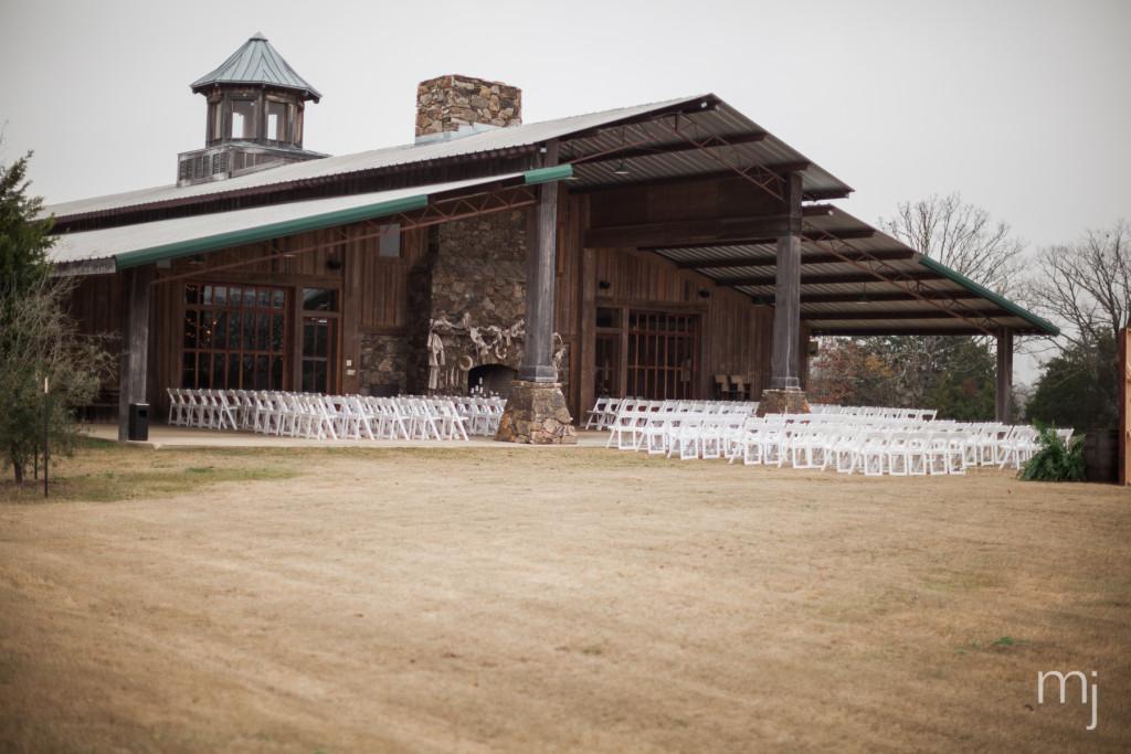 mississippi-starkville-hewlett-barn-boston-destination-wedding-photographer-sparklers-first-dance-babys-breath-white-roses-first-look-photo-4016
