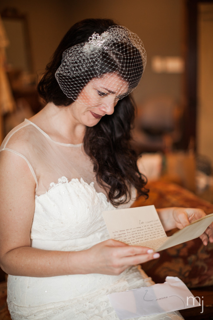 mississippi-starkville-hewlett-barn-boston-destination-wedding-photographer-sparklers-first-dance-babys-breath-white-roses-first-look-photo-4478