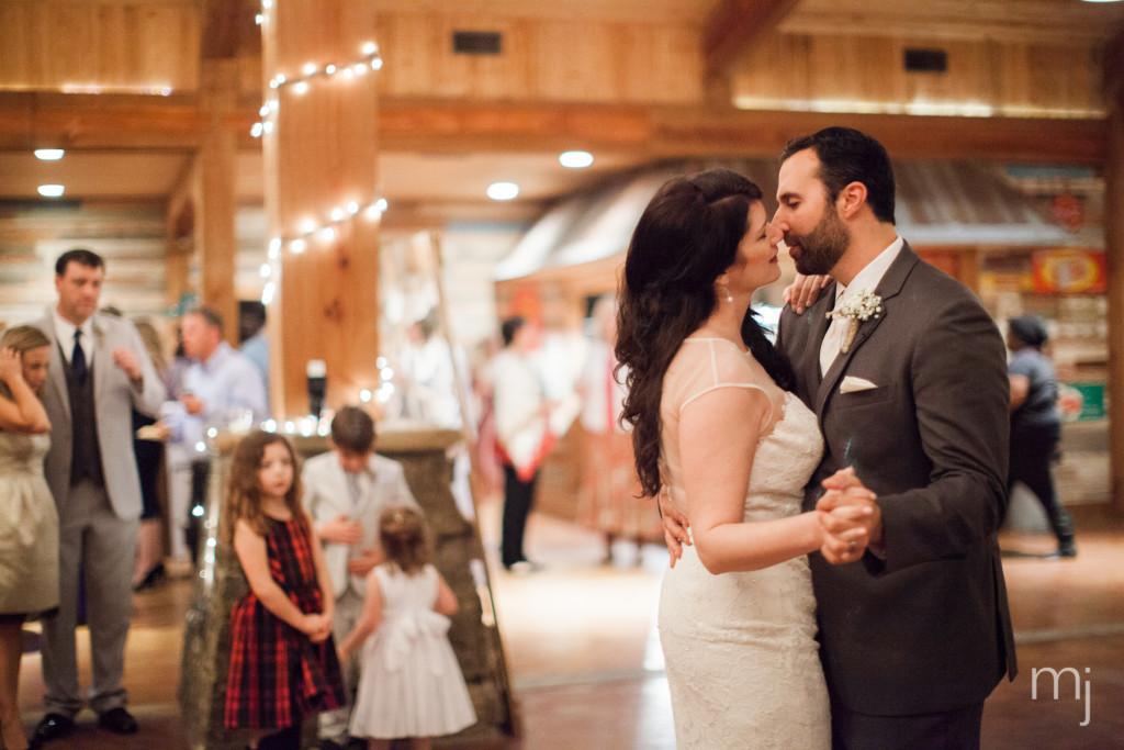 mississippi-starkville-hewlett-barn-boston-destination-wedding-photographer-sparklers-first-dance-babys-breath-white-roses-first-look-photo-5218