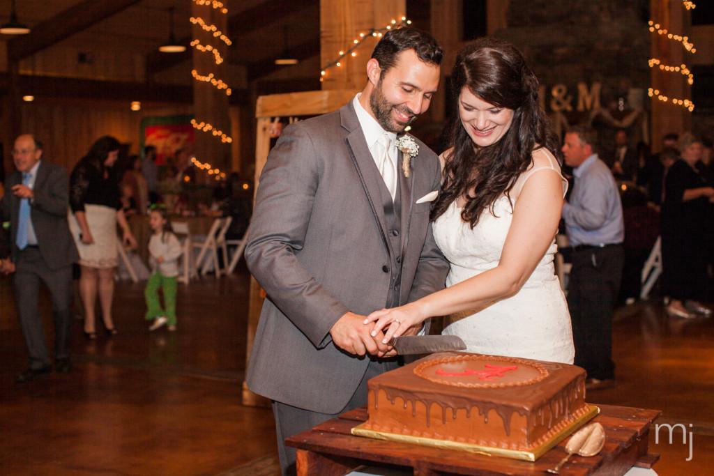 mississippi-starkville-hewlett-barn-boston-destination-wedding-photographer-sparklers-first-dance-babys-breath-white-roses-first-look-photo-5283