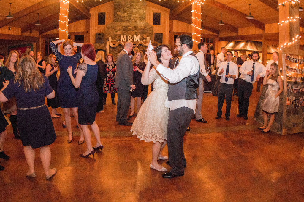mississippi-starkville-hewlett-barn-boston-destination-wedding-photographer-sparklers-first-dance-babys-breath-white-roses-first-look-photo-nologo-1975