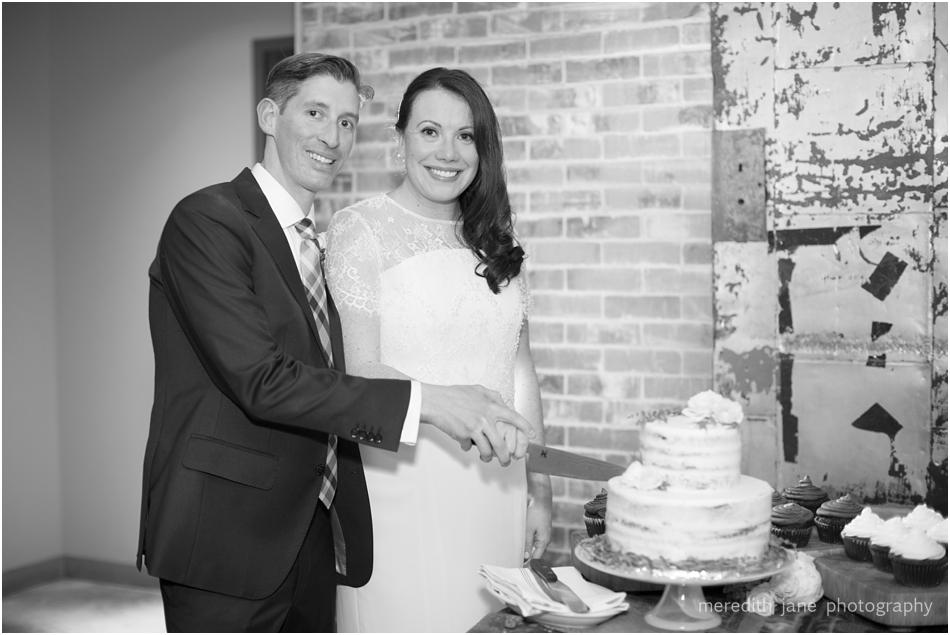 commonwealth_market_restaurant_roofdeck_ceremony_cambridge_boston_massachusetts_cape_cod_new_england_wedding_photographer_Meredith_Jane_Photography_photo_1368.jpg