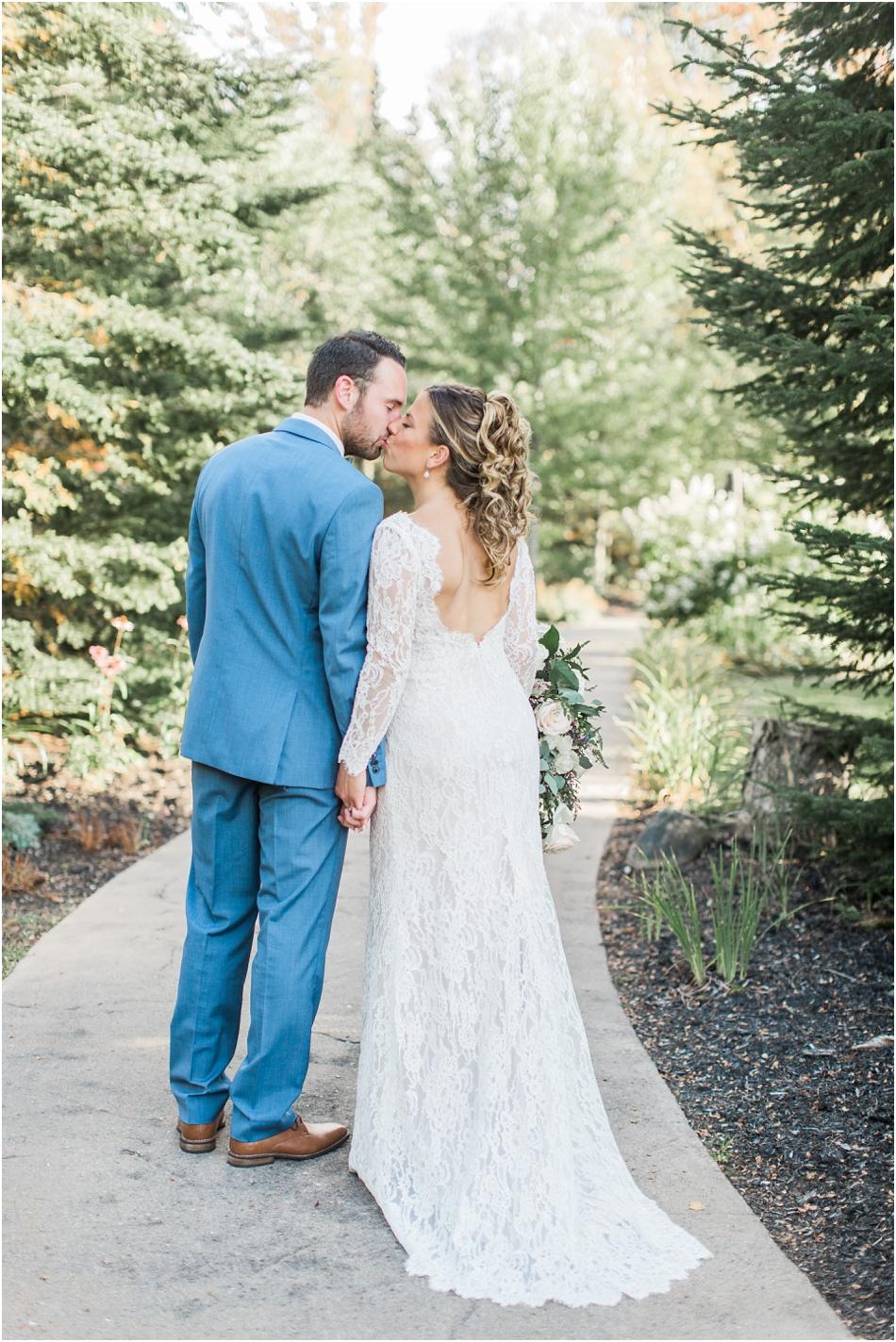 white_face_lodge_new_york_joelle_alex_cape_cod_boston_new_england_wedding_photographer_Meredith_Jane_Photography_photo_2590.jpg