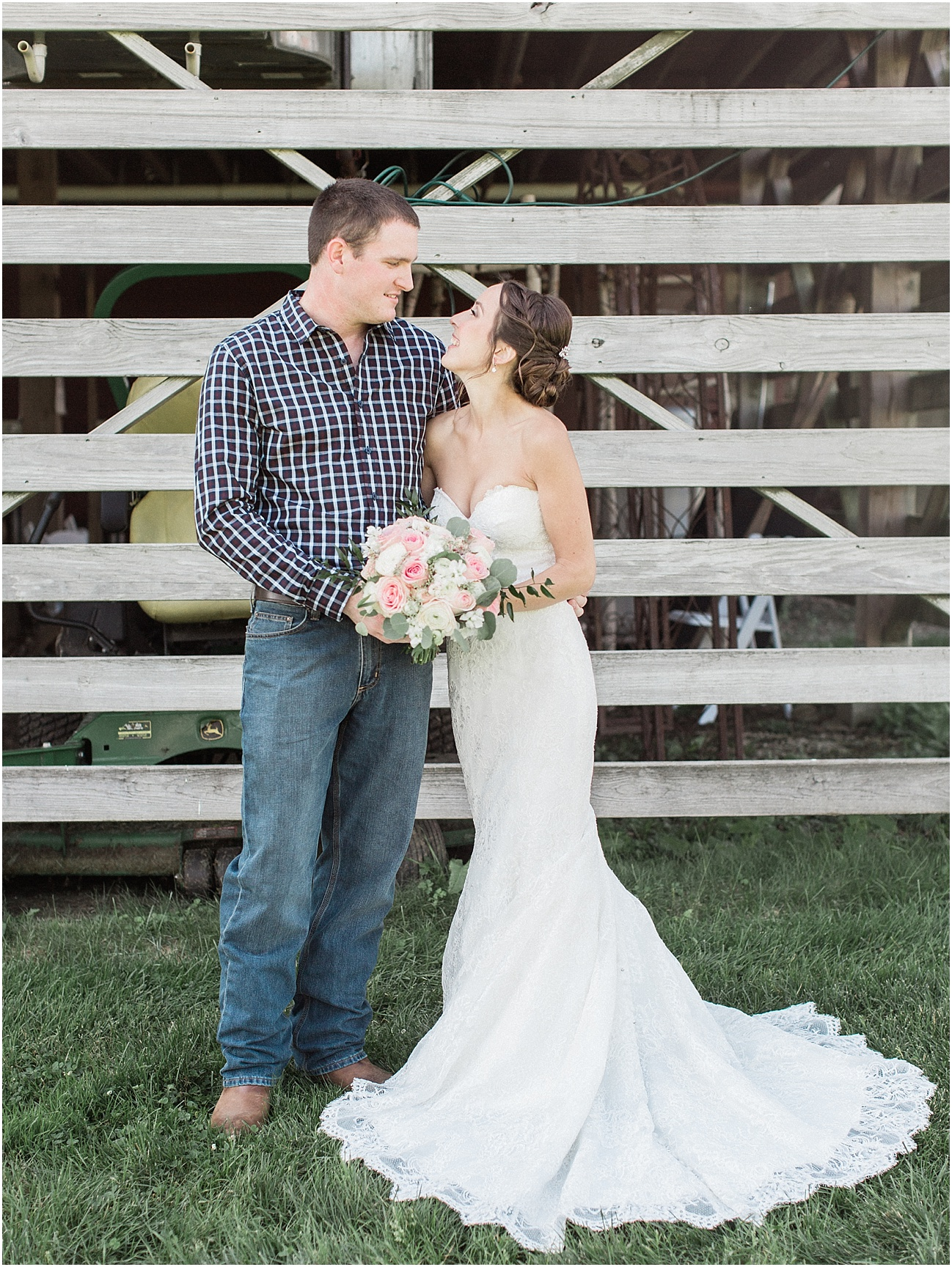 jackie_brad_barn_at_gibbett_hill_country_yellow_lab_fall_burgundy_cape_cod_boston_wedding_photographer_meredith_jane_photography_photo_1015.jpg