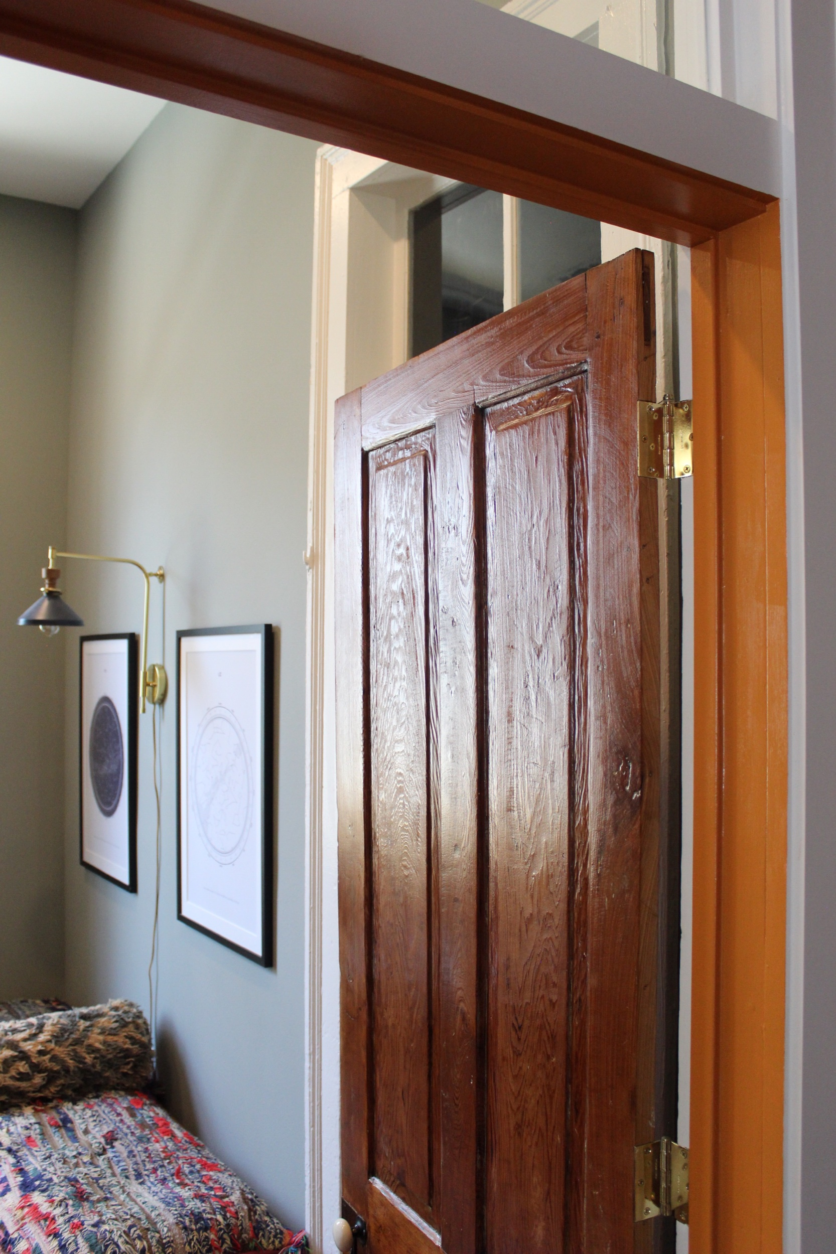 One of my favorite details in here is the orange accent in the door frame.