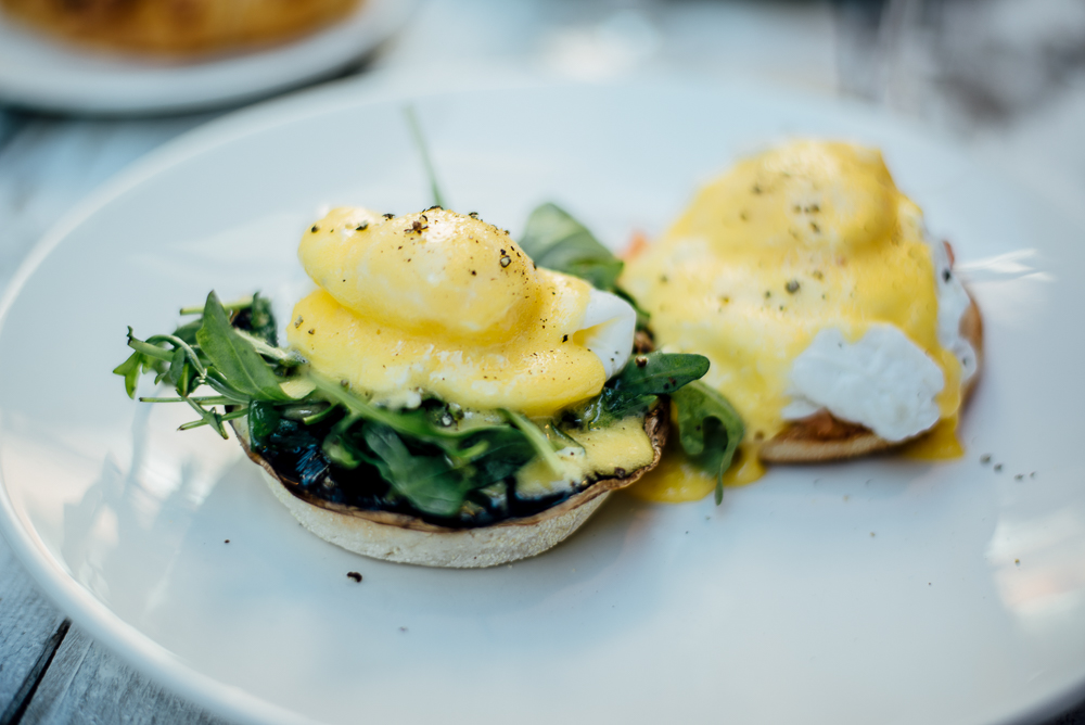BRUNCH_EGGS_BENEDICT_PROSECCO_COCKTAILS_3.jpg
