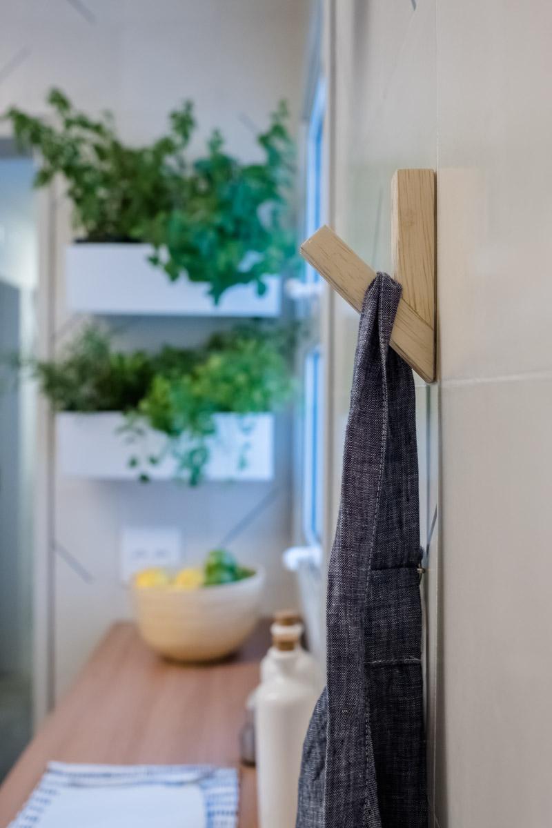 macroarq_arquitetura_interiores_projeto_reforma_apartamento_sao_paulo_cozinha_compacta_floreira_pendurador.jpg