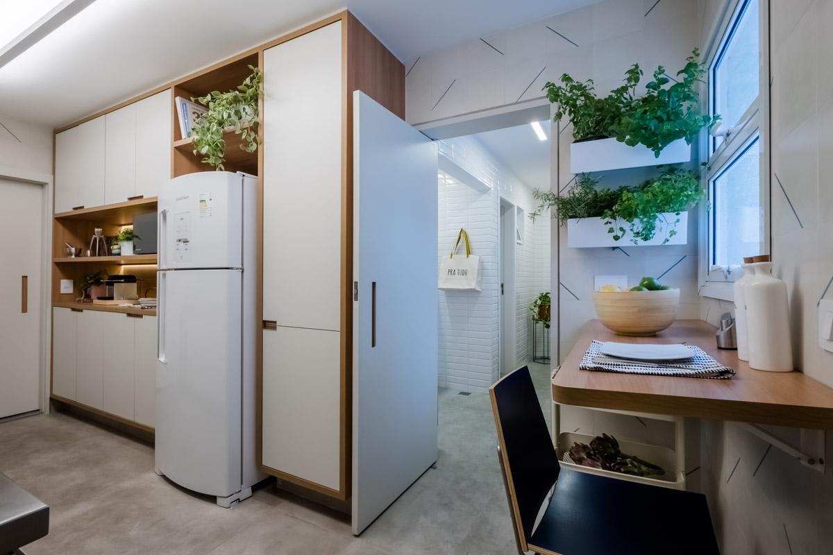 macroarq_arquitetura_interiores_projeto_reforma_apartamento_sao_paulo_cozinha_compacta_armario_de_cozinha_branco_e_madeira_cozinha_e_lavanderia.jpg