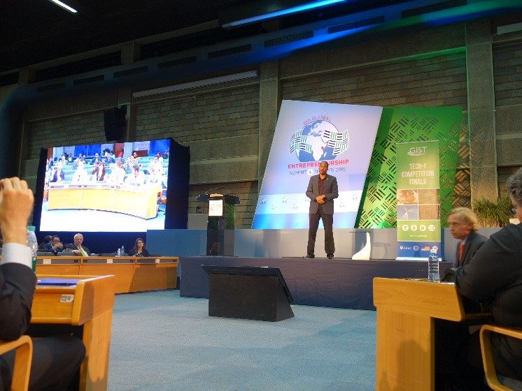 Taita pitching at the Global Entrepreneurship Summit 2015. In the audience were Investors, entrepreneurs, and government officials.