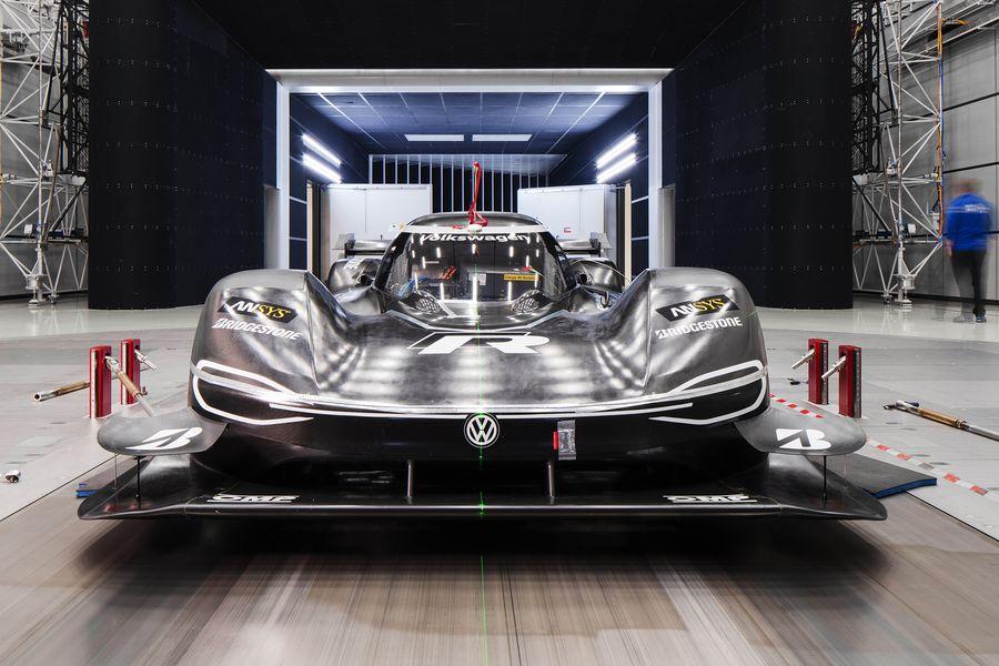 VW-ID-R-Rekordfahrzeug-Nordschleife-2019-lightbox-e16f0194-1549883.jpg
