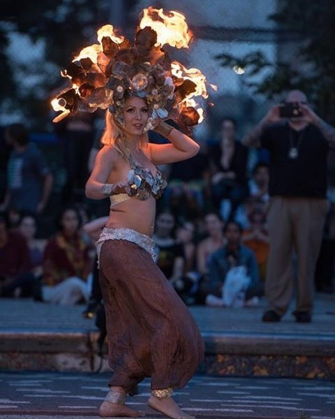 #drum-solo #bellydance routine  in this #firecrown #gameofthrones themed show. #dragonglass #firedancer #fireartist #bellydancer