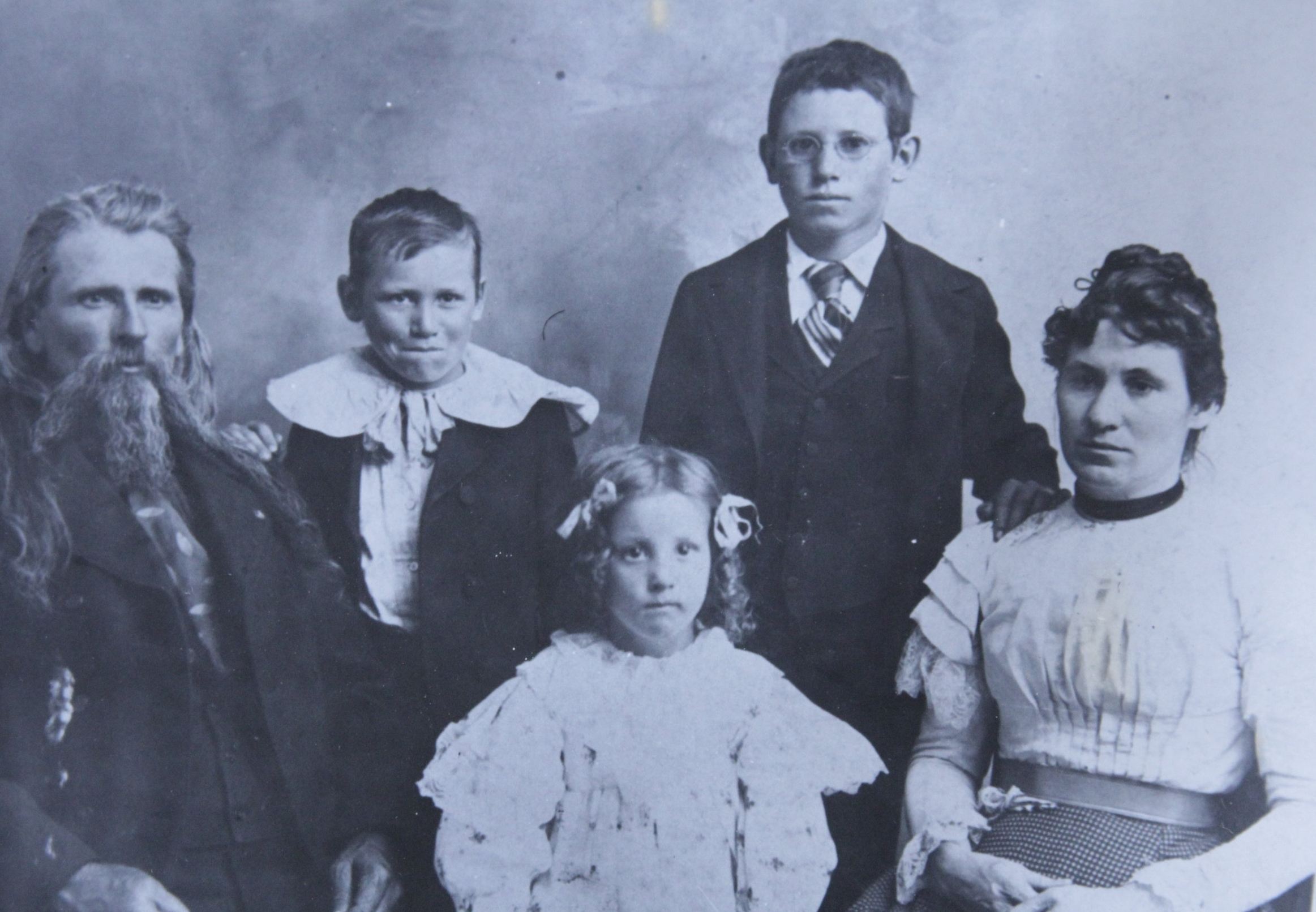 Doc Middleton & family, 1899. L-R: Doc, Joseph, Ruth, David, Rene