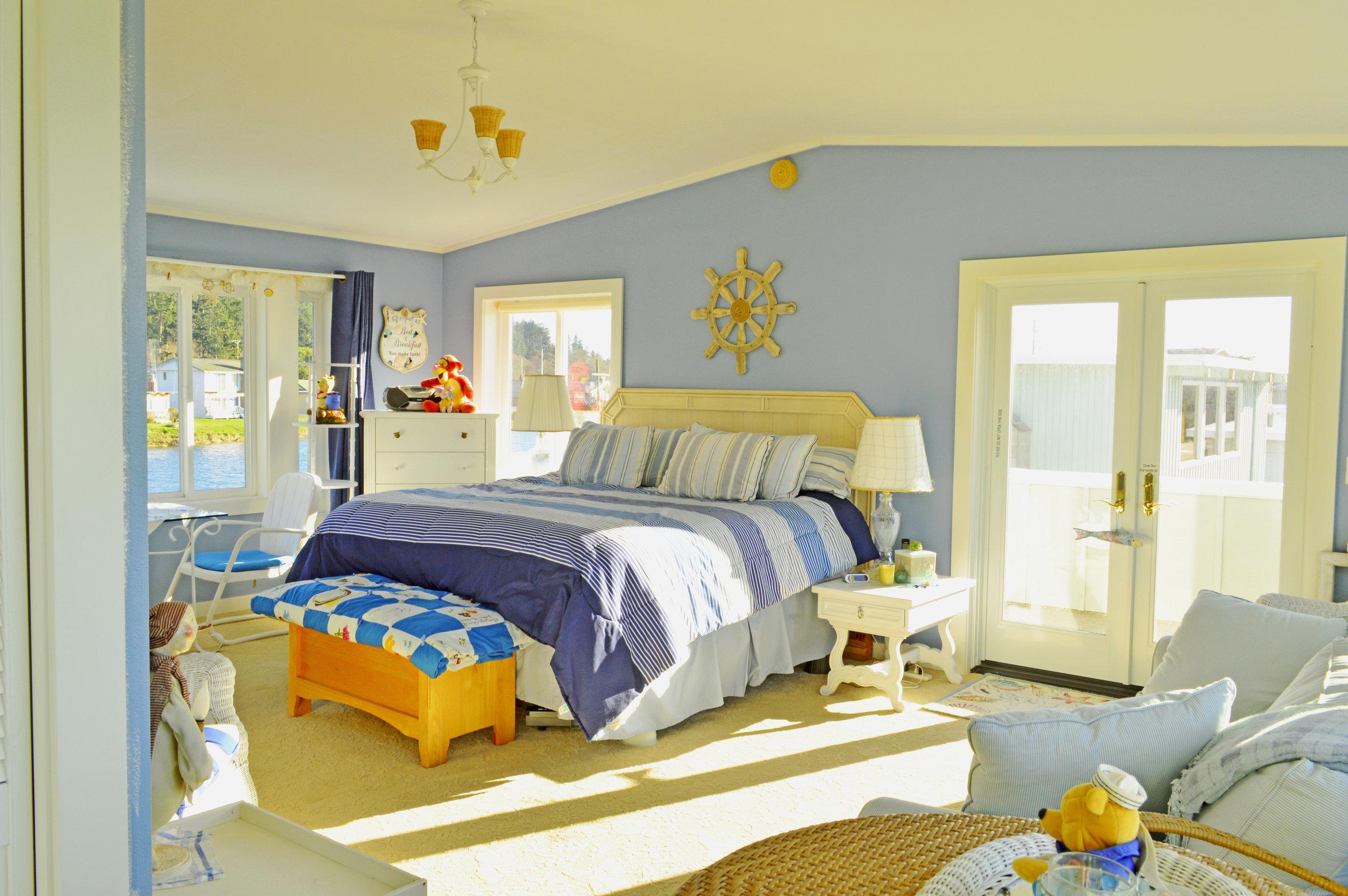 14 Bedroom.jpg