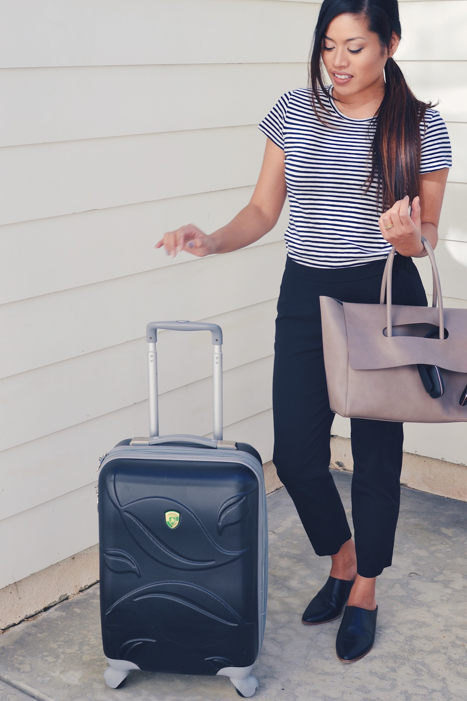 Classy & comfy airport outfit