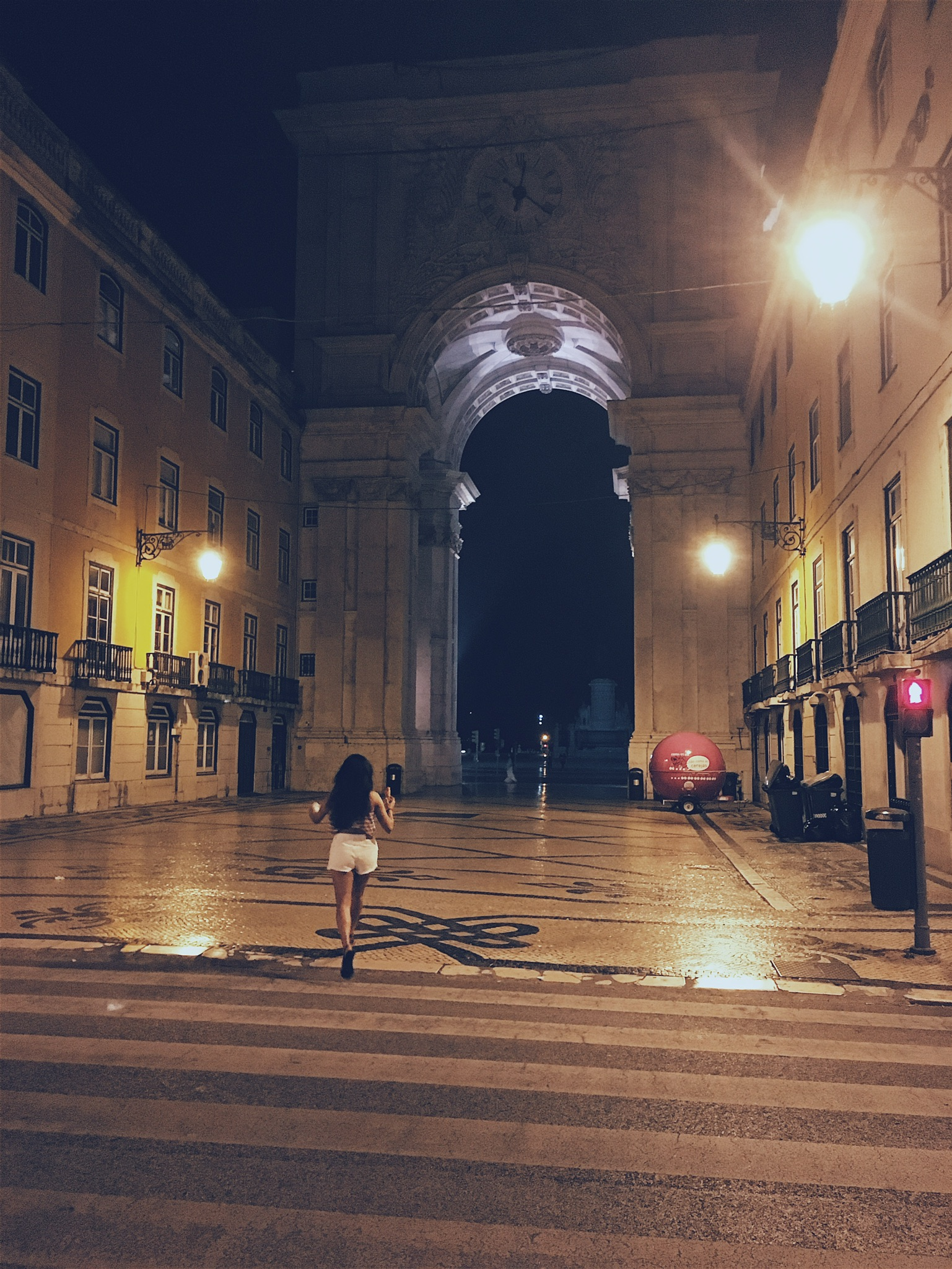 Rua Augusta Arch, usually crowded during the day...deserted around 2am