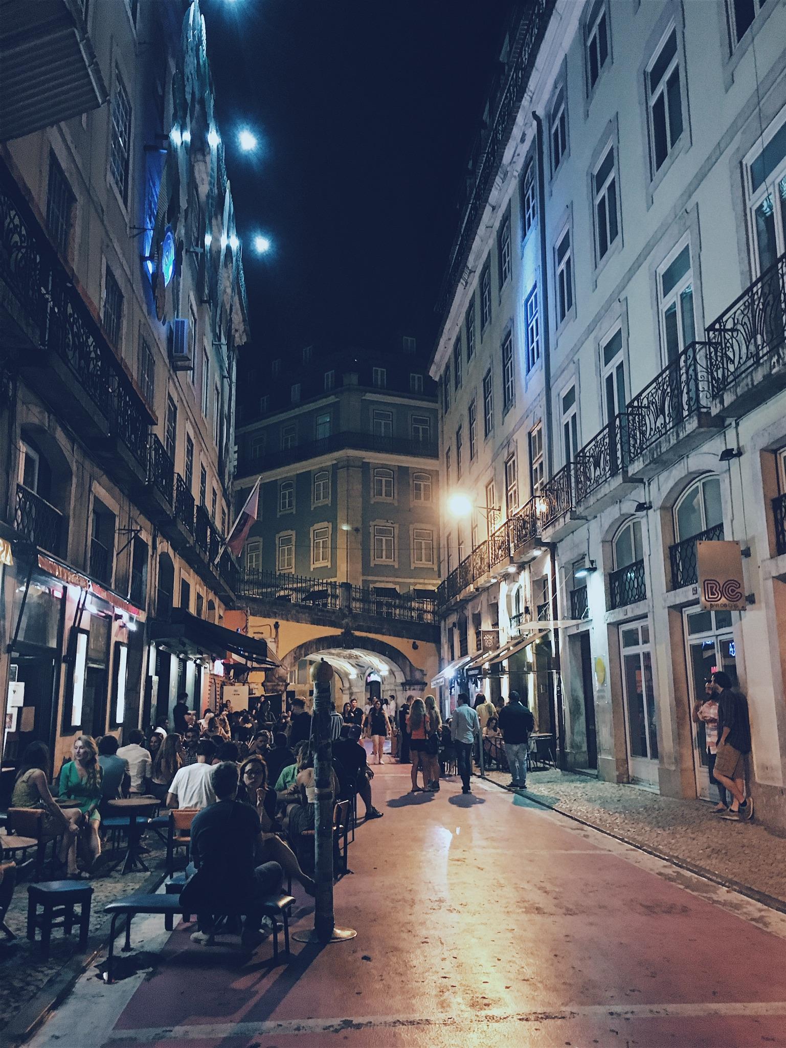Many bars and lounges along Rua Nova do Carvalho