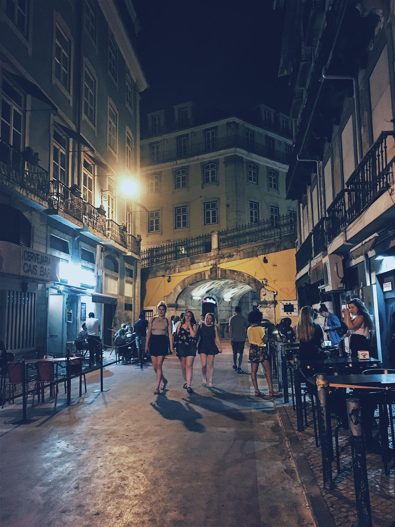 Rua Nova do Carvalho, a party street