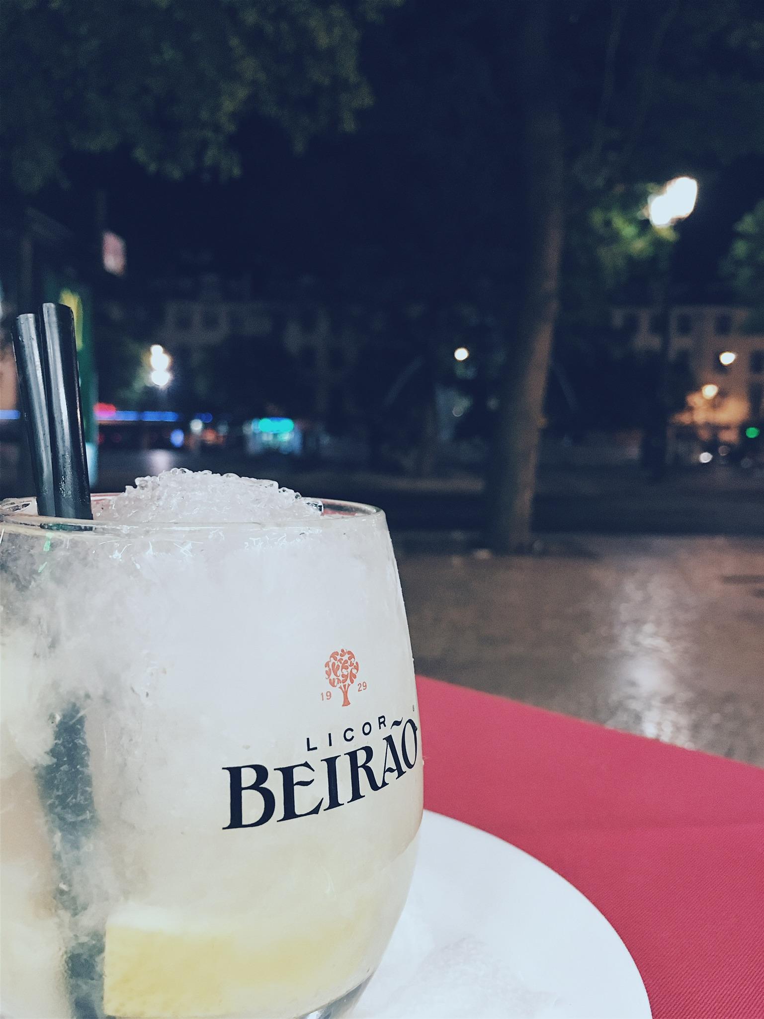 Caipirinha with lemon