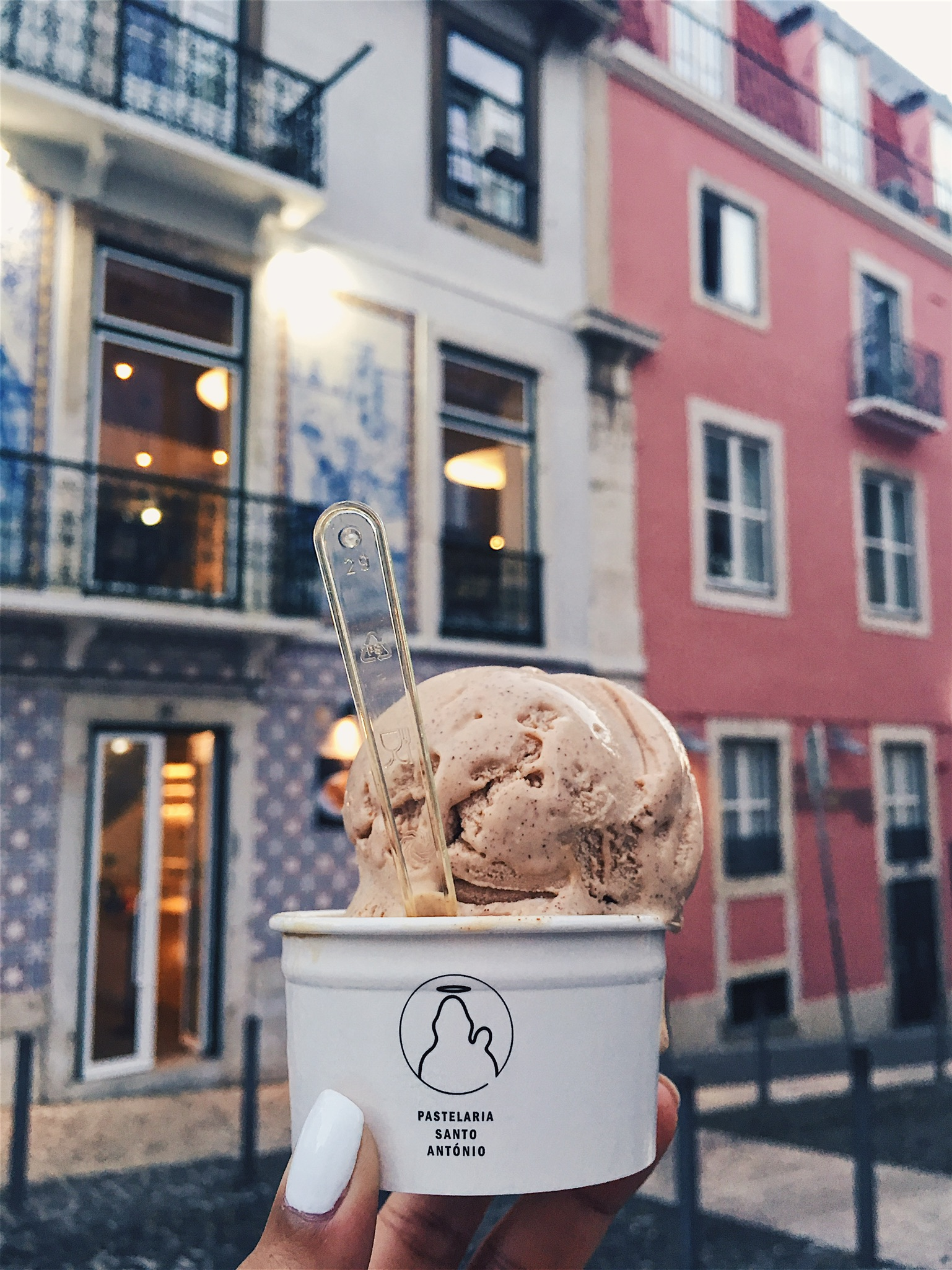 Absolutely delicious scoops of cinnamon and hazelnut ice cream to fuel my climb to the castelo