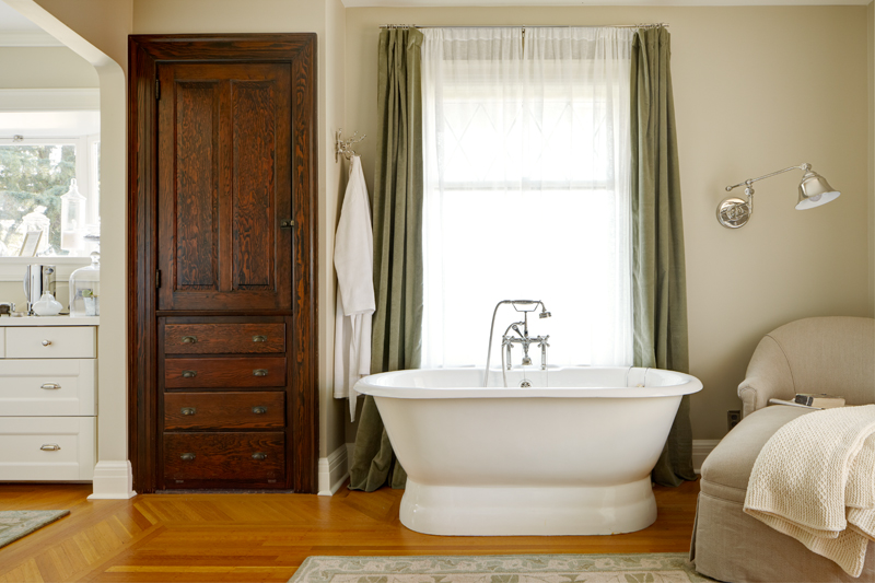 seattle-remodel-queen-anne-tub-LR.jpg