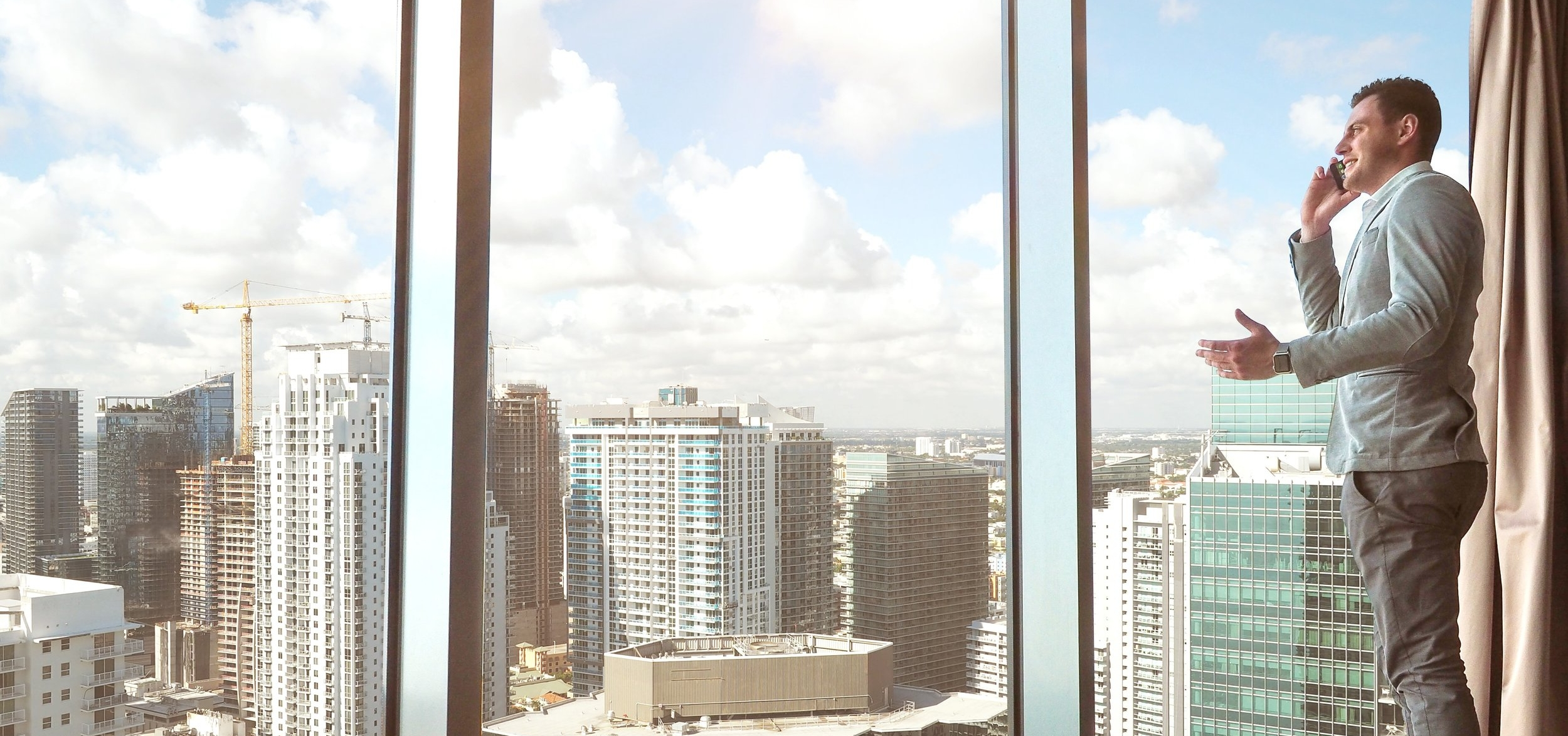 buildings-businessman-city-561458.jpg