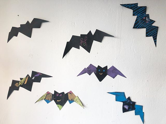 Come on in today and tomorrow to join us in decorating some bats for our #halloween window display!! Kids from 1-99 welcome! 🎃 👻  #kidsshoes #shoplocal #halloweendiy #halloweendiydecor #bats #oakland #bayareabusiness #bayareashopping #fun #colorful #kidsactivities #funforall