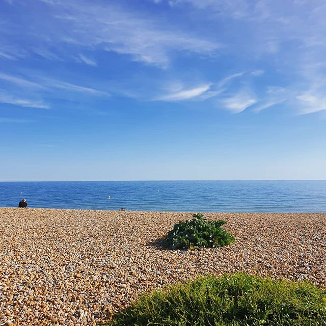 There's no place like Hove, which I am so lucky to call 'home'. 💞  After a full on week of working up in London, Milton Keynes and Birmingham, then finding myself in a whole load of meetings when I got back to Brighton, I am so happy to be sat on my sofa.  I'm also very happy to know that this gorgeous view is just moments away. ✌️ Thanks, past self, for making all of those crazy decisions that lead me here.  Who else is a proud Hovian? Or dreaming of that Hove life?  #hove #brightongirl #homesweethome #hovebeach #brightonandhove #hoveactually #beachlife