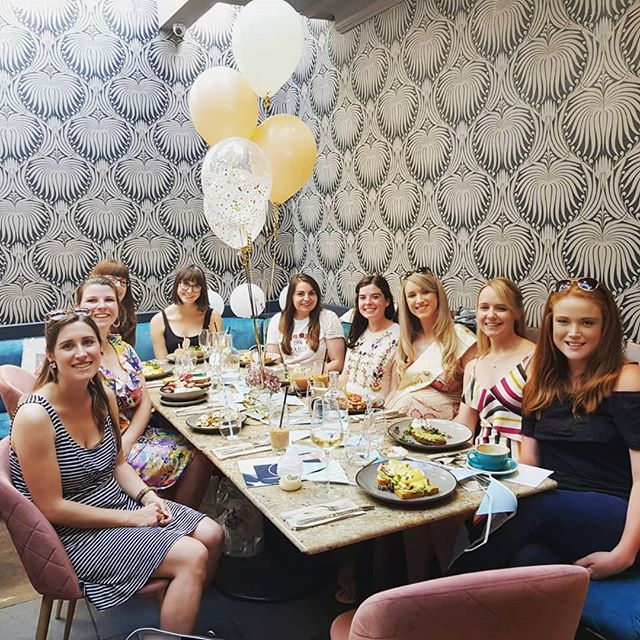Sam's having a baby!! 🤱🏼🎉 And today most of her closest gal pals got together for a baby shower brunch at @sixbrighton to celebrate!  Sam and 5 of the other girls there  became my friends through Brighton Girl at the very beginning of this crazy journey. And a few years on, we've celebrated each others weddings, hen parties and baby showers. What a gorgeous result! ♥️ Congratulations @samantha_harland (who also created the @manchestergirlnetwork), you are going to be the BEST mum! Can't wait for baby cuddles! 💕🤗 #brightongirl #babyshower #brightonandhove #sixbrighton #friendship #citygirlnetwork #lovelife