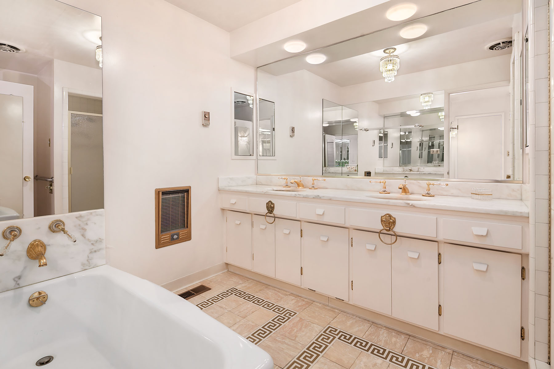 Hollywood Regency bathroom