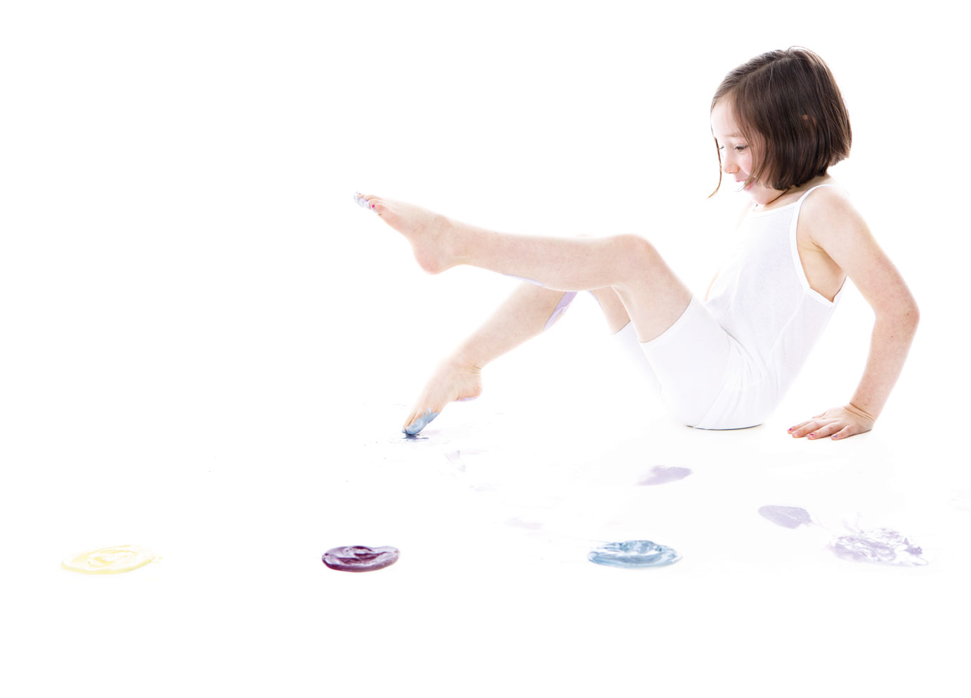 Andrea-Burolla-Photography-denver-childrens-photographer-kids-paint-sessions-little-girl-ballerina-toes-playing