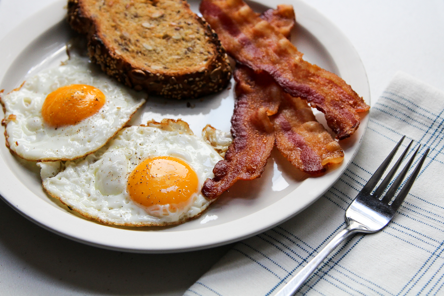 How to Make a Perfect Fried Egg via Worthy Pause