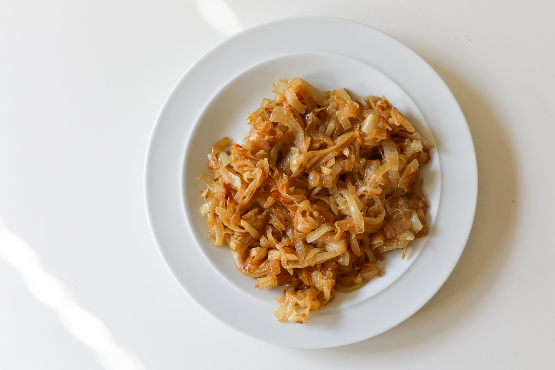 How to Caramelize Onions (Recipe) via Worthy Pause