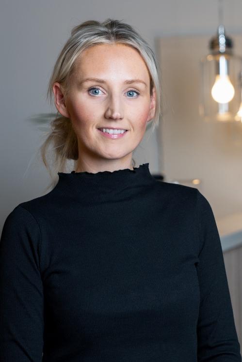 Caroline Flisnes  Frisør