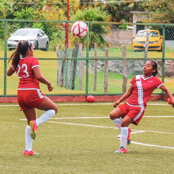JUEGA - Fórmate como futbolista y como líder.